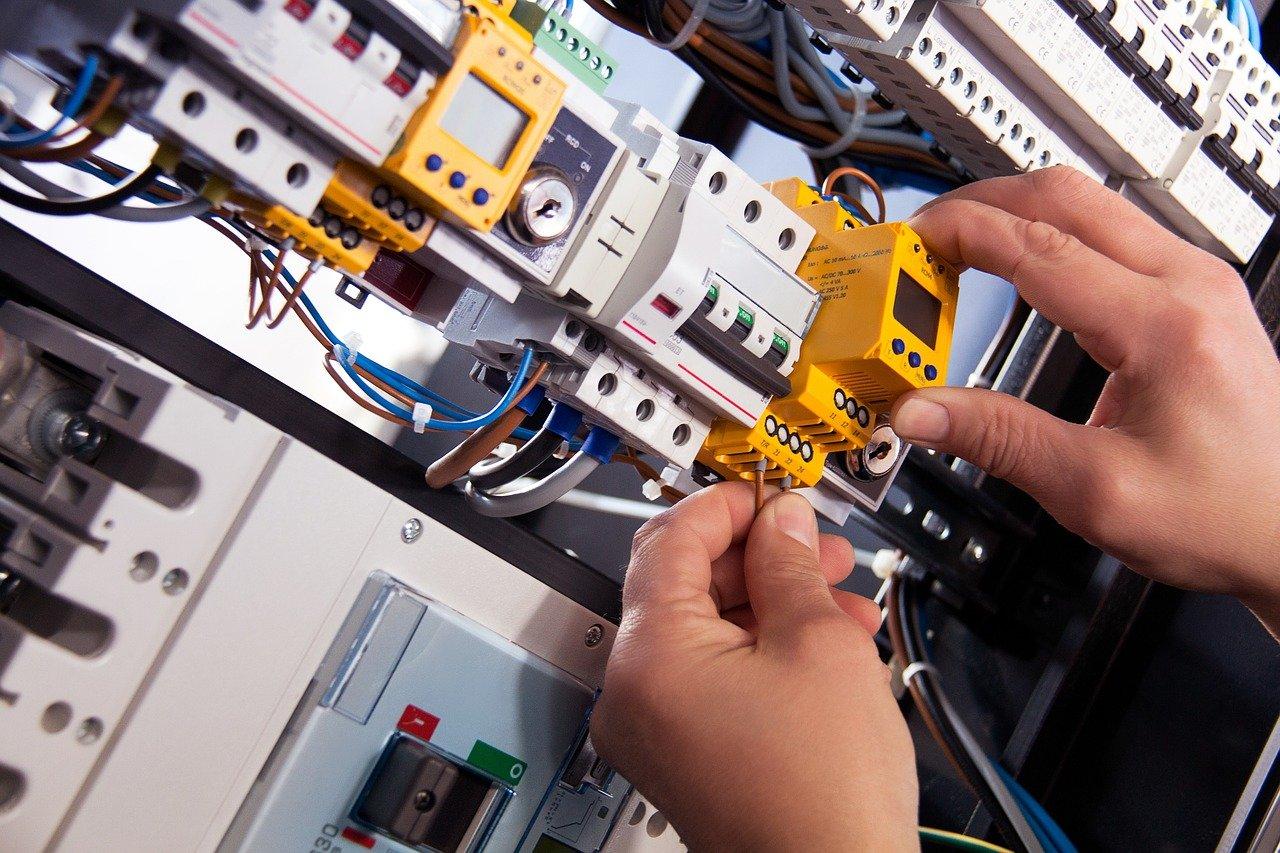 electricistas en Alfarnate