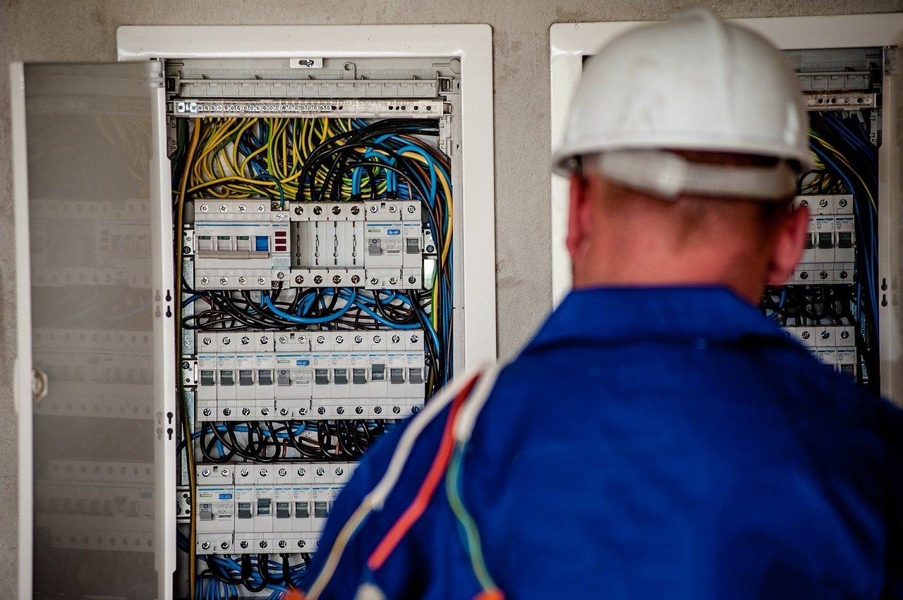 electricistas en Almogía